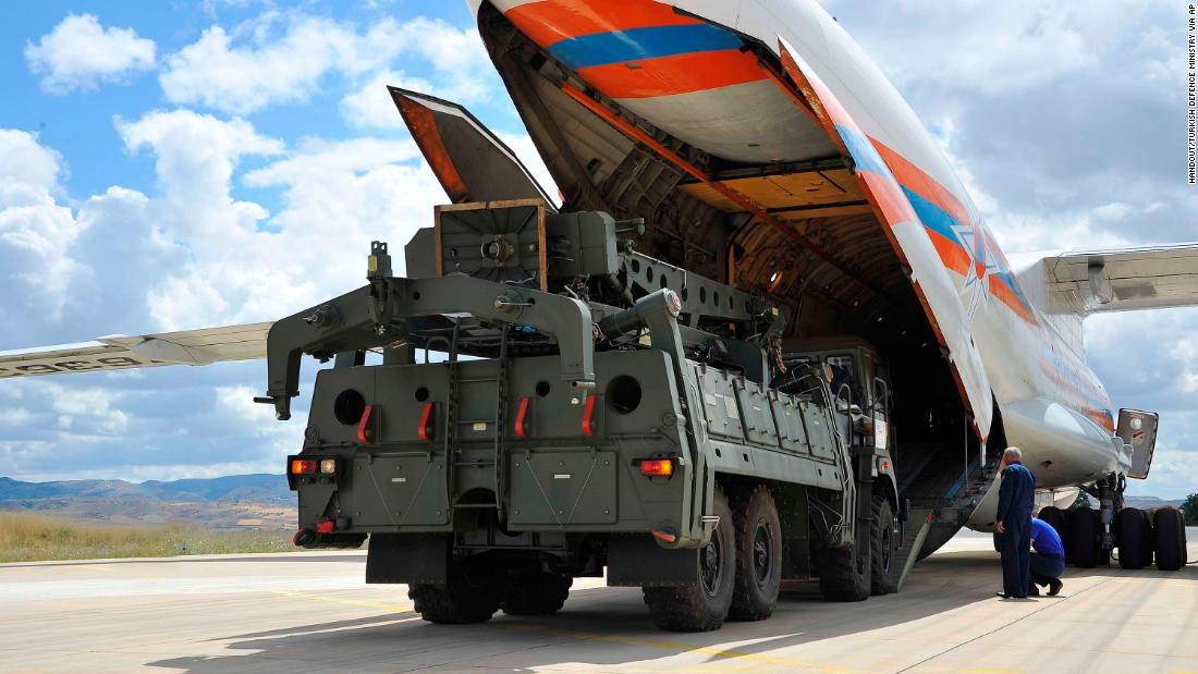 Russia delivers missile system to Turkey, setting up standoff with US
