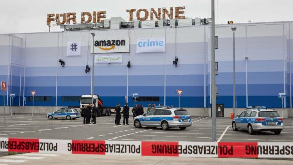 "Greenpeace activists abseil down the Amazon Logistik Winsen GmbH building, protested against the destruction of returned new goods ahead of ""Prime-Day""."