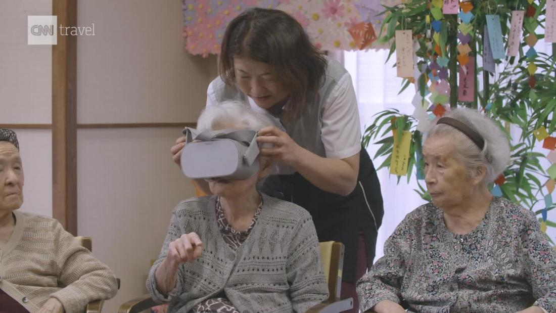 Japan seniors travel the world through VR