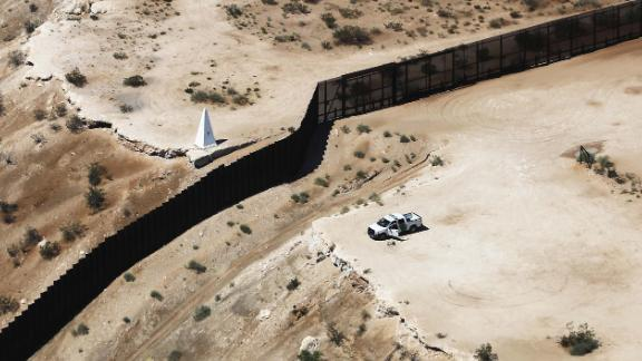 An aerial view of a U.S. Border Patrol vehicle (C-R) positioned next to the U.S.-Mexico border barrier on June 28, 2019 in Sunland Park, New Mexico. (Photo by Mario Tama/Getty Images)