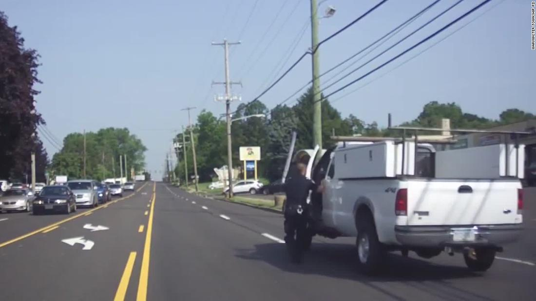 Cop rushes to save man having seizure while driving