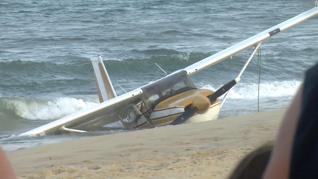 A small plane crashed into the Atlantic Ocean. Beachgoers captured the emergency landing on video