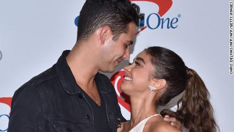 US actress Sarah Hyland and boyfriend Wells Adams arrive in the press room for the iHeartRadio Music Festival in Las Vegas, Nevada on September 21, 2018. (Photo by CHRIS DELMAS / AFP)        (Photo credit should read CHRIS DELMAS/AFP/Getty Images)