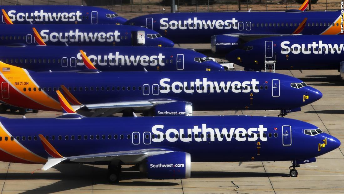 Two Southwest pilots live-streamed video from lavatory to the cockpit, lawsuit alleges