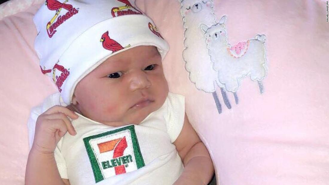 7 Eleven Baby Convenience Store Gives Baby Born On 7 11 A