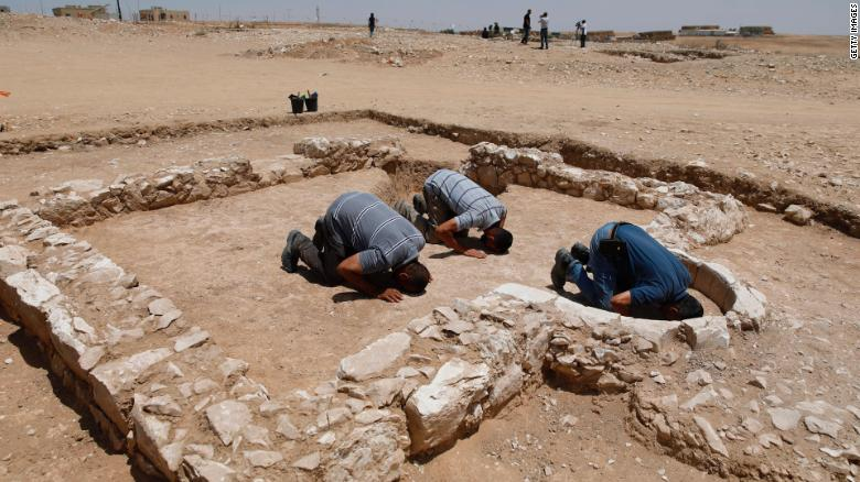 Israeli archaeologists find ancient mosque in Negev desert