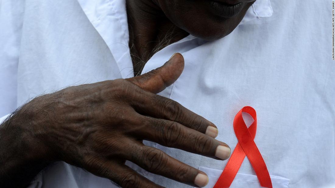 Kansas pria mengklaim bahwa ia dipecat dari restoran karena ia memiliki HIV