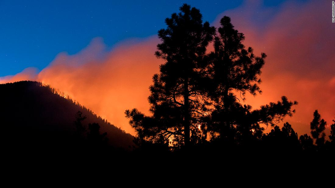 A wildfire in Arizona has grown to 1,800 acres. Authorities are ordering evacuations