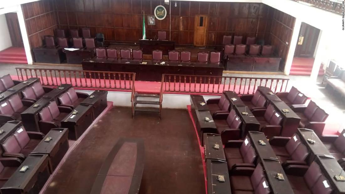 Snake forces Nigerian lawmakers out of chamber - CNN