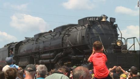 World's largest steam engine making cross-country trek