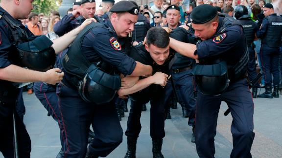 Russian police arrested a number of prominent opposition activists and politicians prior to the protests.