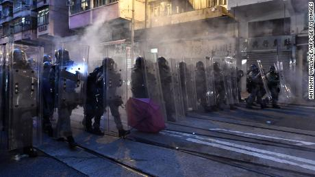 Hong Kong protests: Riot police fire tear gas at protesters for second consecutive day