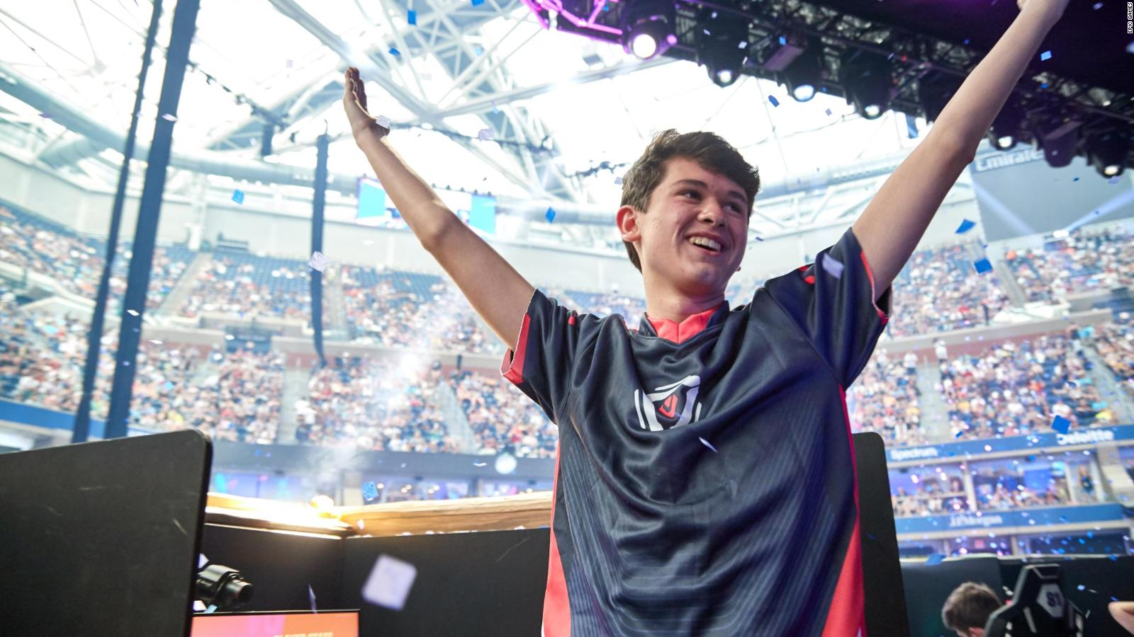 Kyle Giersdorf Teenager Becomes Fortnite S First Ever Solo World Champion Cnn