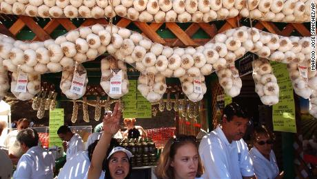 Esperanza Pineda, center left, and Jennifer Smith, center right, sell locally-grown garlic at the Gilroy Garlic Festival in 2004.