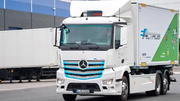Quiet and clean deliveries in the Rhine-Main regio n: Rigterink Logistikgruppe tests the fully-electric eActros