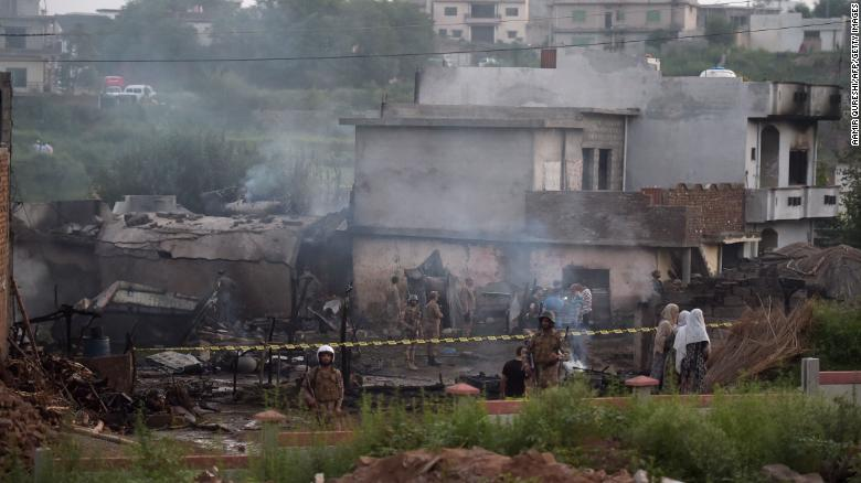 Pakistan Plane Crash At Least 17 Dead In Major City Cnn