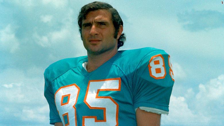 ผลการค้นหารูปภาพสำหรับ Miami Dolphins great and Hall of Famer Nick Buoniconti is dead at 78