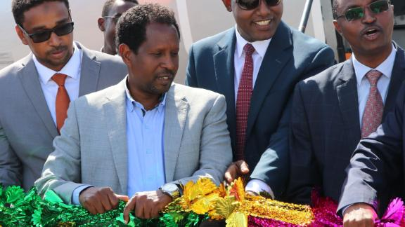 Mayor of Mogadishu, Abdirahman Omar Osman (3rd L), and CEO of Ethiopias National Airways, Abera Lemi (3rd R), celebrate after the first commercial flight by National Airways linking Addis Ababa to Mogadishu in 41 years landed at Aden Abdulle international airport in Mogadishu, on October 13, 2018. - The airline will operate four flights a week between the two capitals. (Photo by Abdi Hussein FARAH / AFP)        (Photo credit should read ABDI HUSSEIN FARAH/AFP/Getty Images)