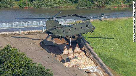 A Royal Air Force Chinook has been drafted in to help reinforce a dam in the Derbyshire town.