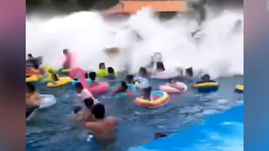 44 swimmers injured by giant wave at Chinese water park