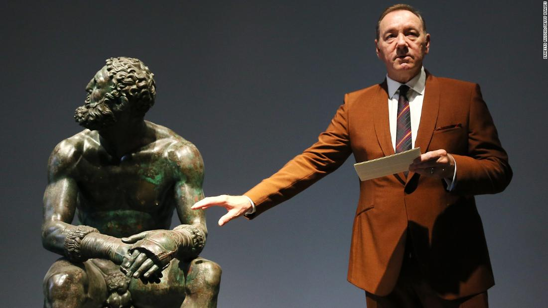 Kevin Spacey breaks cover to give pointed poem about wounded boxer