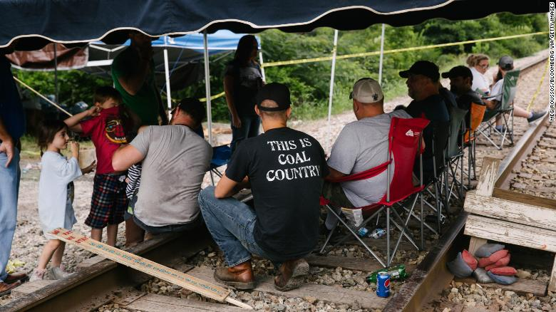 Kentucky coal miners call on Trump for support