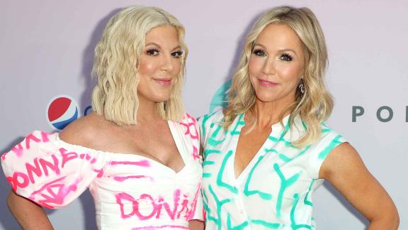 Tori Spelling and Jennie Garth wearing their character-name dresses.
