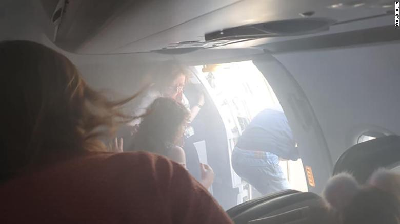 British Airways cabin fills with smoke, prompts evacuation