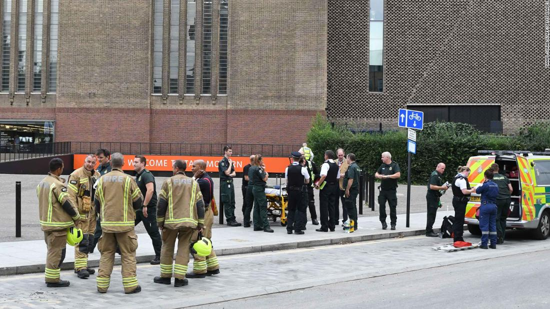 Boy who fell from Tate Modern gallery able to move his legs, parents say