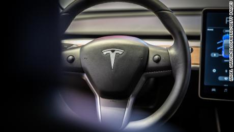 Tesla's latest Autopilot feature is slowing down for green lights, too