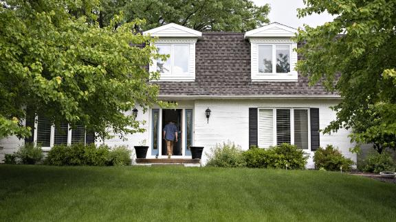 Mortgage rates have been coming down, but Americans aren't rushing to buy houses.
