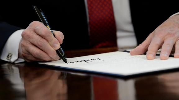 """US President Donald Trump signs an executive order in the Oval Office of the White House January 31, 2019 in Washington, DC. - President Trump was signing an executive order pushing those who receive federal funds to """"buy American."""" (Photo by Brendan Smialowski / AFP)        (Photo credit should read BRENDAN SMIALOWSKI/AFP/Getty Images)"""
