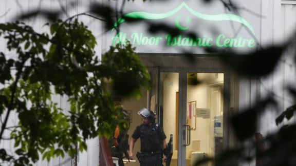 A Norwegian riot policeman stands in front of the al-Noor islamic center mosque where a gunman, armed with multiple weapons, went on a shooting spree in the town of Baerum, an Oslo suburb on August 10, 2019. - The gunman injured one worshipper before being arrested, police and witnesses said. (Photo by Terje Pedersen / NTB Scanpix / AFP) / Norway OUT        (Photo credit should read TERJE PEDERSEN/AFP/Getty Images)