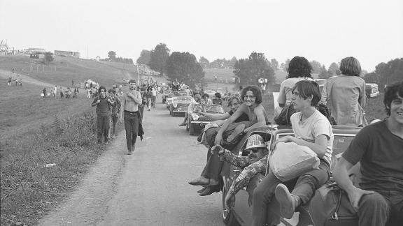 Bellak captured festivalgoers arriving at the site.