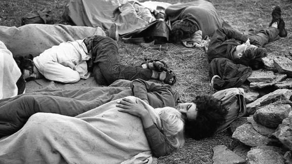 Bellak died in 2015 having never published his images from Woodstock.