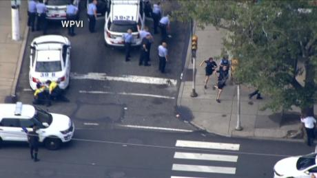 Philly ofc's run from gunman