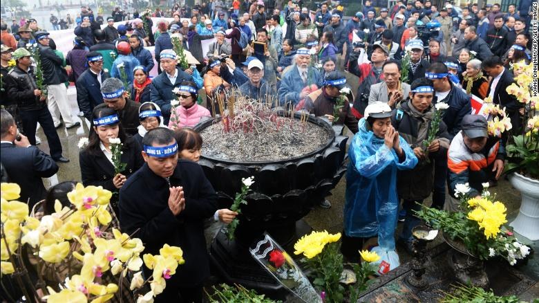 Activists place chrysanthemums and pray during a rally marking the 42nd anniversary of the 1974 naval battle between China and then-South Vietnamese troops over the Paracel Islands, in Hanoi on January 19, 2017.