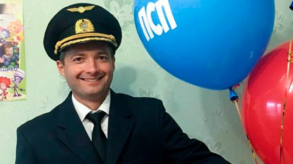 Ural Airlines pilot Damir Yusupov, 41, whose skillful landing saved the lives of all 226 passengers and 7 crew members on board.