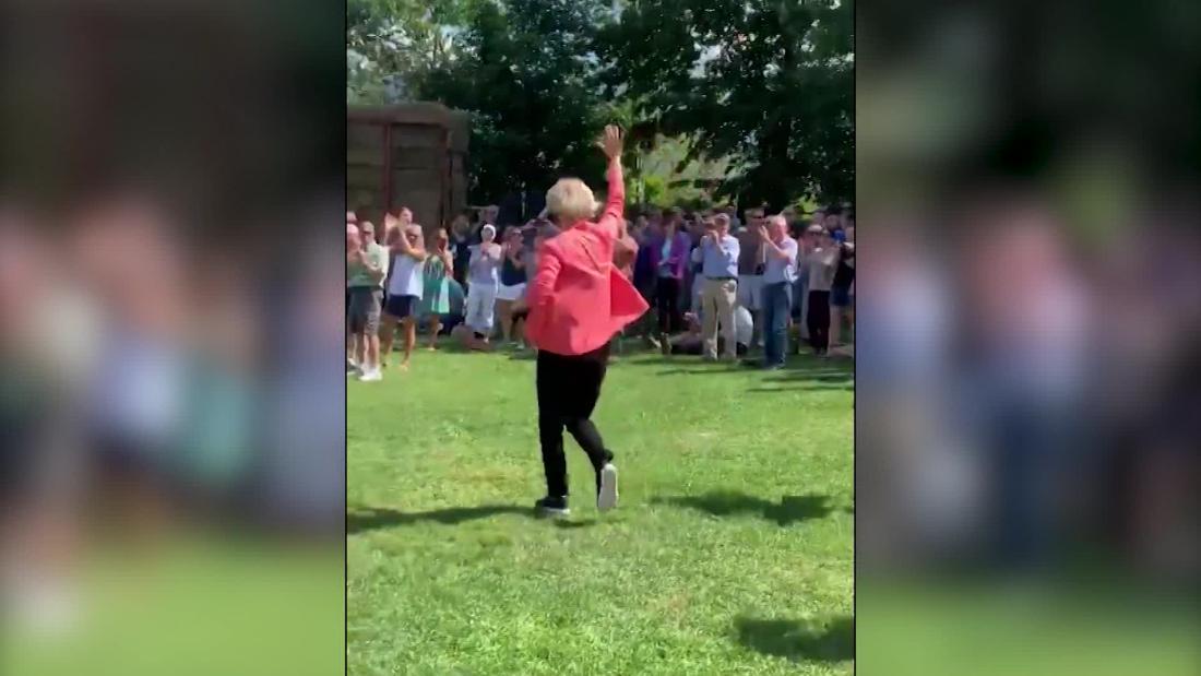 Internet loves Elizabeth Warren's run across a field
