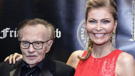 Television host Larry King and his wife actress Shawn Southwick King attend the Friars Club Entertainment Icon Award ceremony at the Ziegfeld Ballroom on November 12, 2018, in New York City. - Larry King has filed for divorce from his wife Shawn Southwick King after nearly 22 years of marriage. (Photo by KENA BETANCUR / AFP) / ALTERNATIVE CROP        (Photo credit should read KENA BETANCUR/AFP/Getty Images)