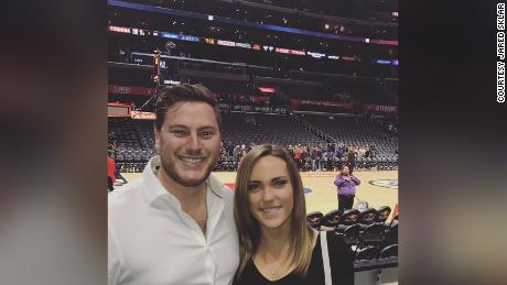 Jared și iubita sa, Samantha, în timpul schimbării stilului lor de viață.