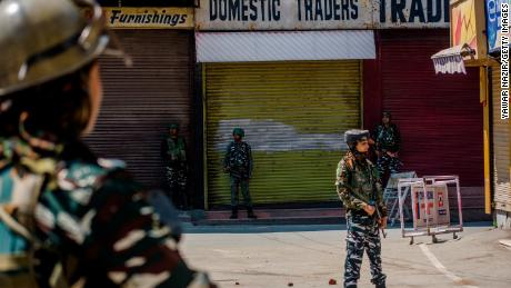 Indian opposition leaders refused entry to Kashmir