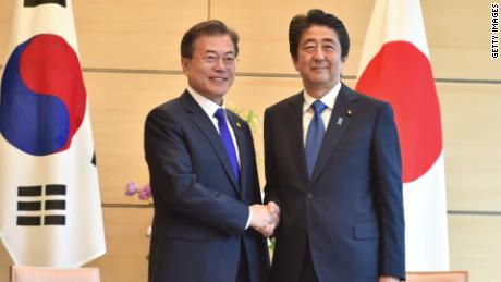 South Korea scraps military intel agreement with Japan