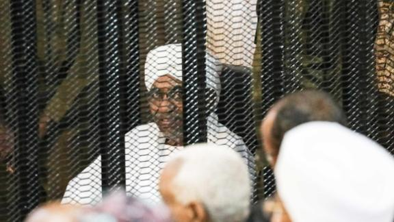 KHARTOUM, SUDAN - AUGUST 24: Sudan's ousted President Omar al-Bashir sits in a defendant's cage during his corruption trial  in Khartoum on August 24, 2019. Bashir appeared in court for the second hearing of his corruption trial. (Photo by Mahmoud Hjaj/Anadolu Agency via Getty Images)