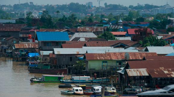 This photo taken on November 10, 2013, shows floating houses on Mahakam river in Samarinda's city of coal mining, in East Kalimantan. A coal rush that has drawn international miners to East Kalimantan province has ravaged the capital, Samarinda, which risks being swallowed up by mining if the exploitation of its deposits expands any further.    AFP PHOTO / Bay ISMOYO        (Photo credit should read BAY ISMOYO/AFP/Getty Images)