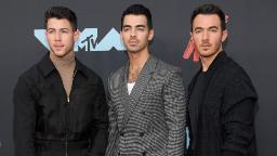 Jonas Brothers s'attaque à une scène emblématique de «suivre le rythme des Kardashian»