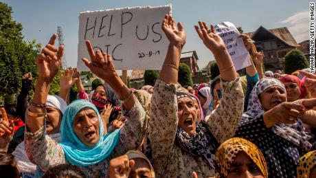 Kashmir Muslim women scream anti-Indian slogans during an anti-Indian protest on August 23, 2019 in Srinagar.