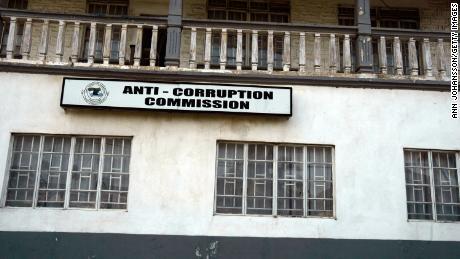 El asistente del presidente se jacta de la riqueza en la iglesia e inicia una investigación por corrupción