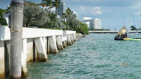 This new sea wall was built in the Miami Beach neighborhood, sloped by the flooded Sunset Harbor. The city is spending $ 500 million to combat the threat of rising seas.