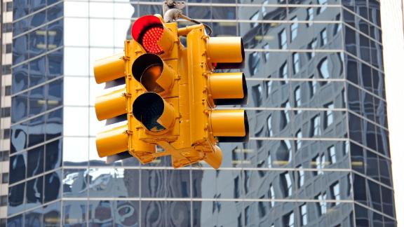 (GERMANY OUT) USA - New York City: Manhattan, red traffic light in front of the Broad Financial Center in the Financial District (Photo by JOKER/Walter G. Allgöwer/ullstein bild via Getty Images)